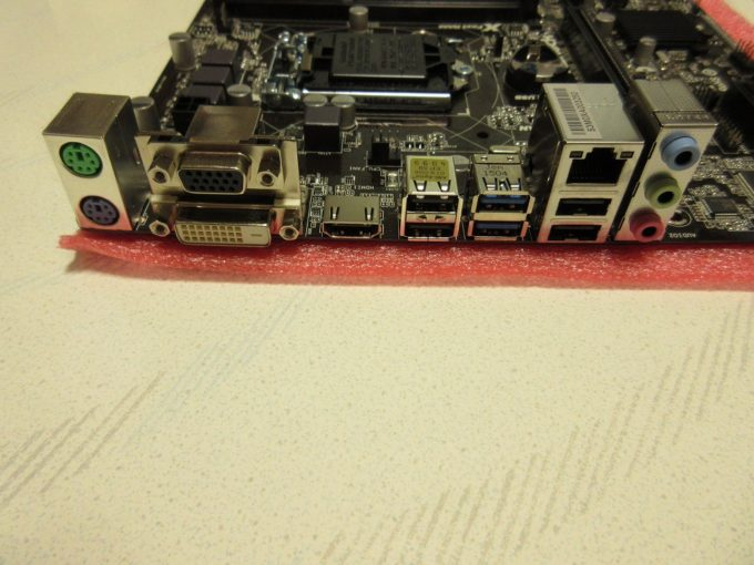 ASRock H81M-HDS バックパネル