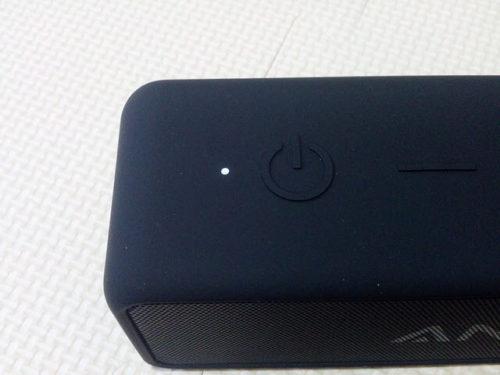 AnkerのポータブルBluetoothスピーカー SoundCore 2 電源ボタン