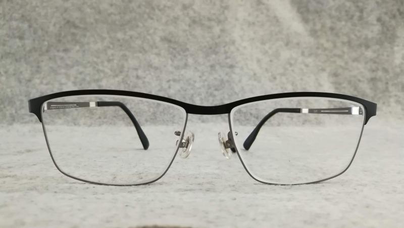 zoffでプリズムメガネ。スクエアタイプ