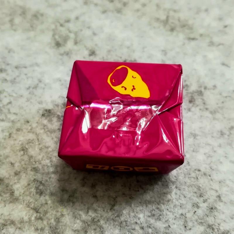 チロルチョコ ほくほく安納芋 紫色のパッケージ 裏面