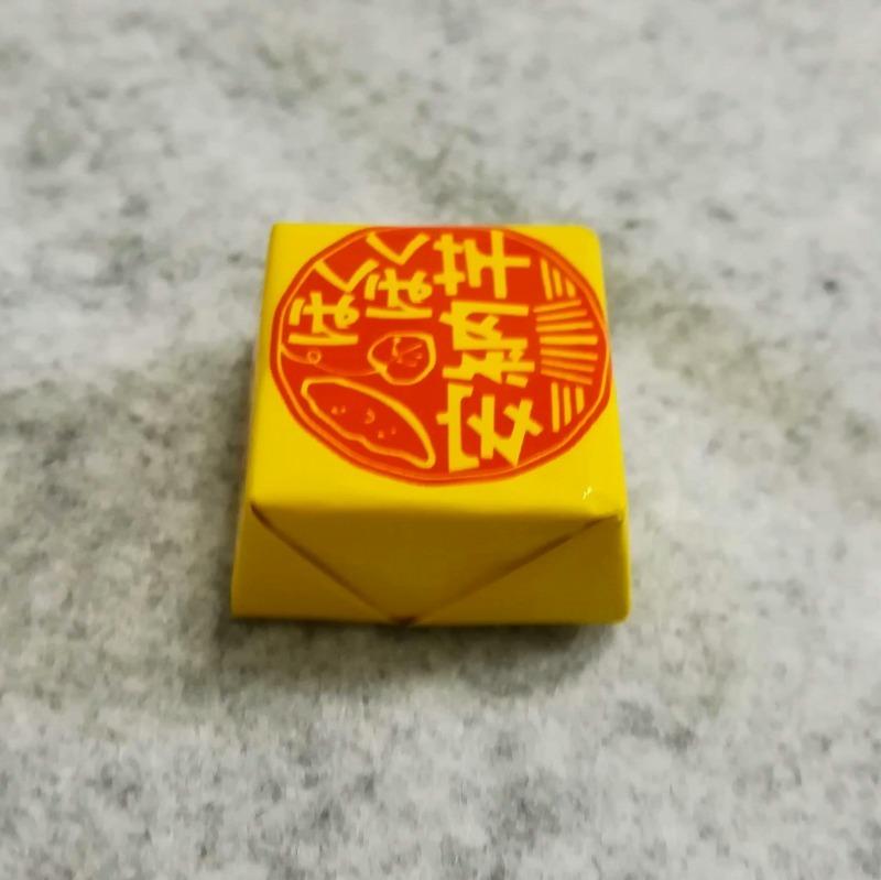 チロルチョコ ほくほく安納芋 黄色のパッケージ 横
