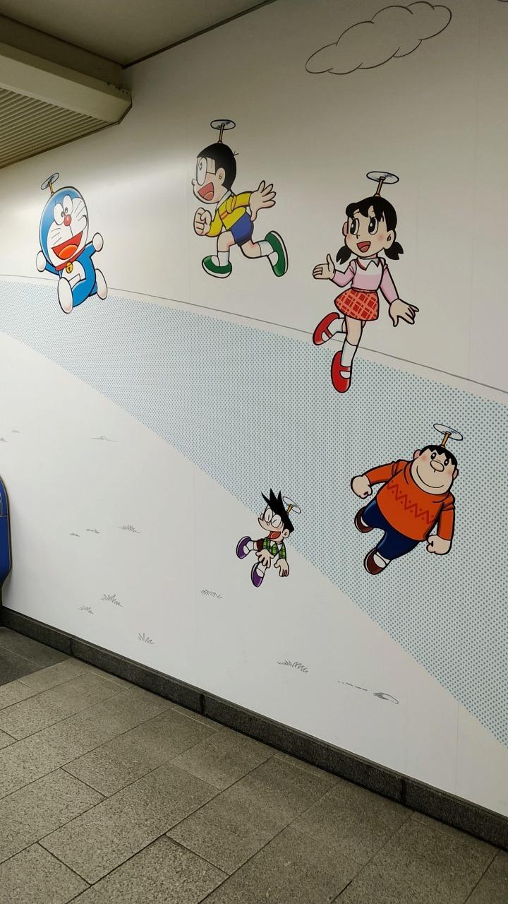 登戸駅がドラえもん 壁画