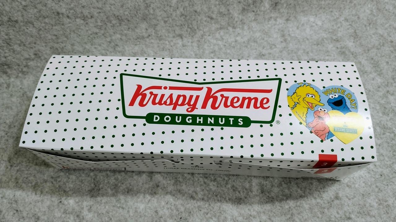 クリスピークリームドーナツ セサミストリート コラボレーションドーナツの箱