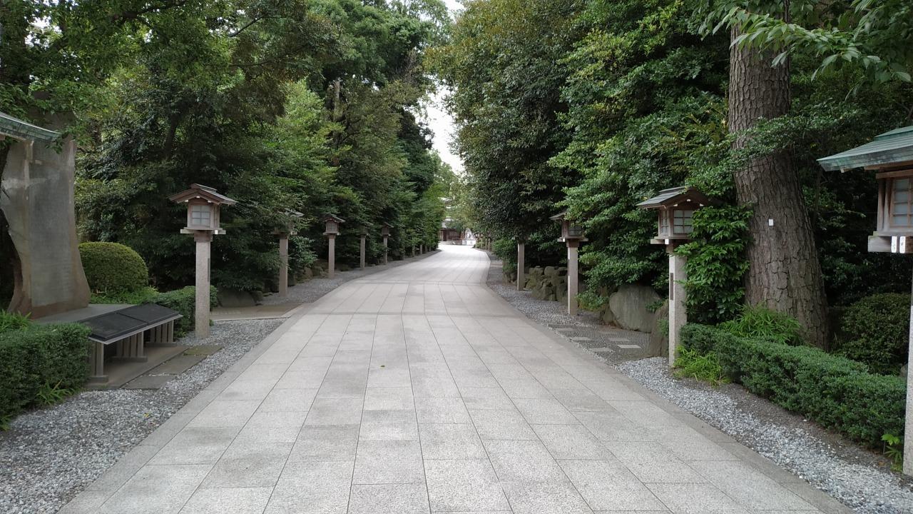 寒川神社 境内の参道
