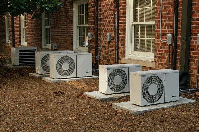 エアコンが壊れた 冷房運転しているのに暖房が出てくる